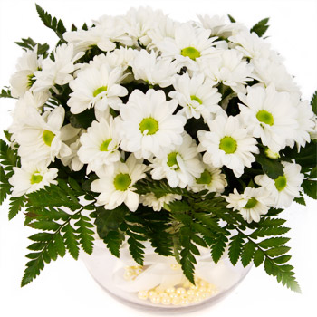 Vase with white flowers